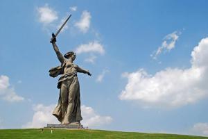 estatua-madre-patria-volgogrado-L-DM69od