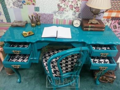 Escrivaninha_e_cadeira_antiga_reformada_e_customizada_pelo_Ateliando_Customiza_o_de_M_veis_antigos_9_copy