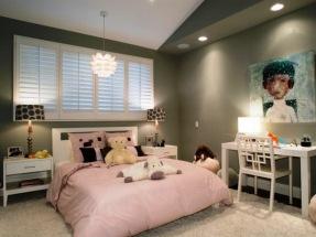 jugendzimmer-einrichtung-maedchen-wandfarbe-grau-bild-tisch-bett-spots-leuchte.jpg