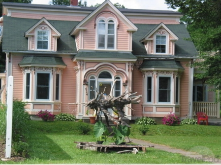 pink-house-with-driftwood-sculptures-mahone-bay.jpg