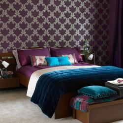 quarto-casal-paredes-purpura-papel-de-parede-lilas-cama-moderno-ideias-decoracao.jpg