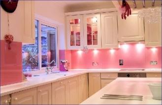 pink-kitchen-renovation-500x324.jpg