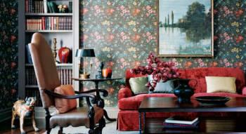 غرفة-جلوس-باللون-الأحمر-الذي-يجمع-بين-الرومانسية-والأناقة-من-ELLE-DECOR-من-تصميمTim-McKeough.jpg