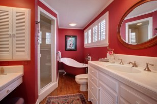 Small-Bathroom-Design-Ideas-with-Bold-Red-Decoration.jpg