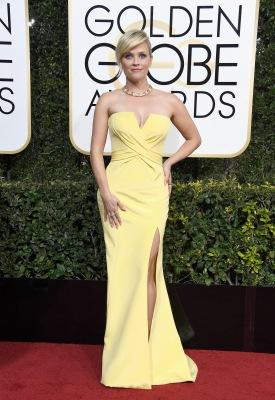 Reese Witherspoon de Atelier Versace, joias Tiffany & Co. e sapatos Christian Louboutin.jpg