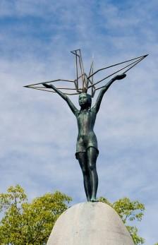 16_statue_of_sadako_sasaki