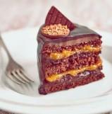 receita-bolo-de-chocolate-em-camadas-com-recheio-de-creme-de-chocolate-e-geleia-de-manga-com-maracujc3a1_foto-thiago-maziero